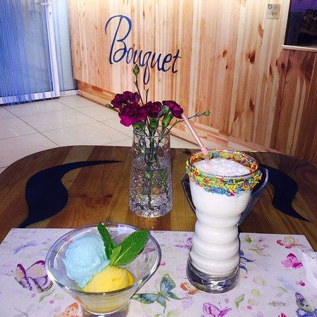 Bouquet Coffee Room: Молочный коктейл и мороженое