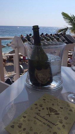 Splendor del Mar Beachbar & Restaurant: Bubbles with seashells the best combination