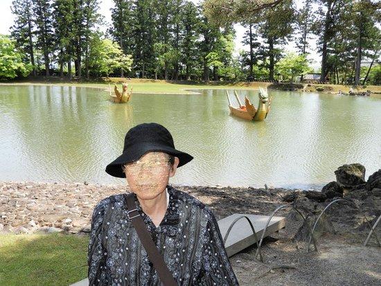 Motsu-ji Temple: 大泉が池に浮かぶ御座船