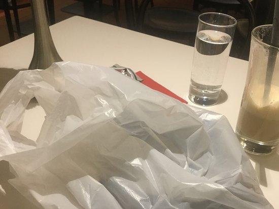 Strudel-Cafe Kröll: Eingepackter Topfenstrudel