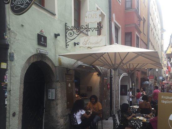 Strudel-Cafe Kröll: Strassenansicht