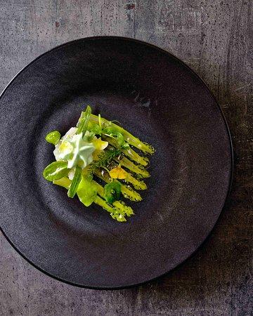 MG Restaurant: scalops tartar with asparagus carpaccio