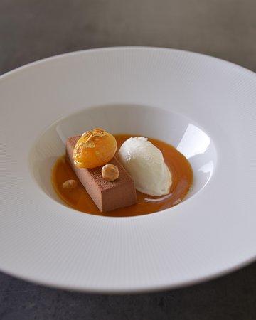 MG Restaurant: Chocolate cake with apricot and sea-salt ice cream