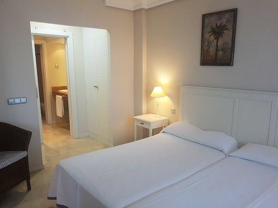Apartamentos Manilva Green : Doble acceso desde salón y al baño