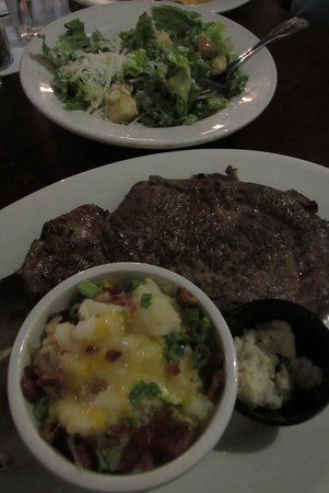 Crescent City Grill: My yummy prime rib & au gratins were delivered soon after I started my salad.