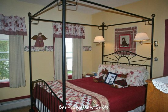 Mt. Washington Bed and Breakfast: The Barn Swallow Suite