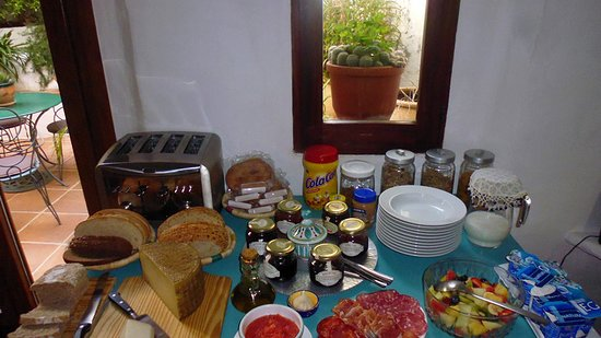 Cartajima, Spain: Breakfast is an international spread - with eggs to order!