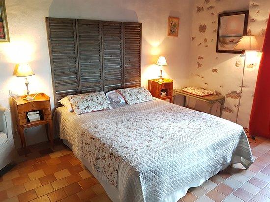 Compregnac, France: Chambre la Vallée