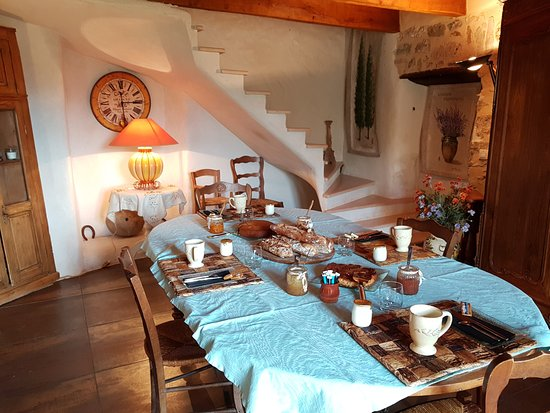 Compregnac, France: Petit déjeuner