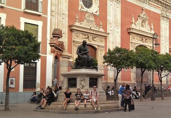 Monumento a Juan Martinez Montanes: Monumento