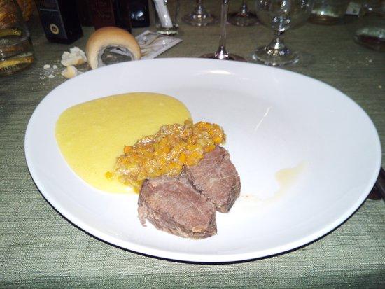 Trattoria Nogareo: Daino brasato con polenta