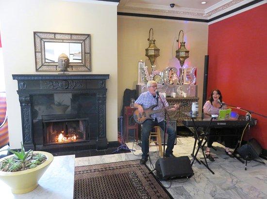 Hotel Carlton, a Joie de Vivre hotel: Live Music in Lobby of Hotel Carlton - San Francisco (05/Jun/18).