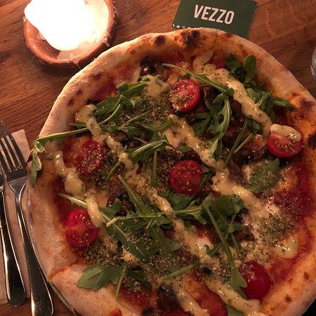 Vezzo: Veldig god både pasta å pizza. Litt uvant bestillingsystem. Men en morsom vri.