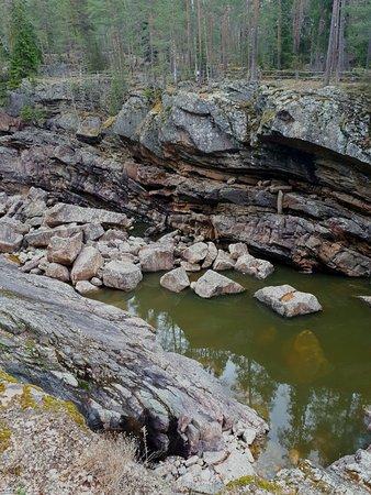 Imatra Waterfall: камни