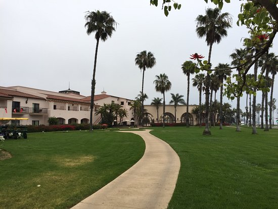 Hilton Santa Barbara Beachfront Resort: Exterior of Main Building (Ocean Side)