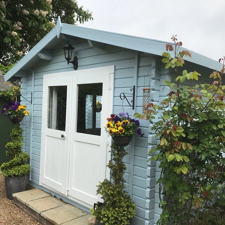 B & B in your own Ensuite Wood cabins: Cabins ready for a busy summer