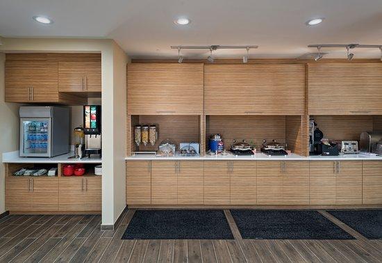 TownePlace Suites Baton Rouge Port Allen: Breakfast Bar