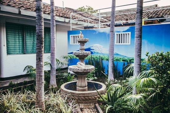 Volcano Hostel: JARDÍN