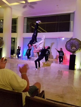 Playacar Palace: Entertainment staff- Break Dance Show