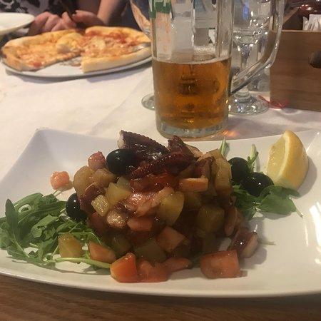 Kaleta Pizzeria & Grill: Kleines Lokal in enger Gasse, herzliche,freundliche Bedienung perfektes Essen!!😃👍ein Gaumensch