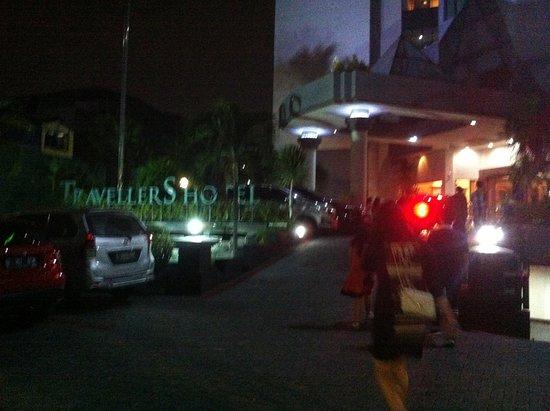 Travellers Hotel Jakarta: Tampak Depan
