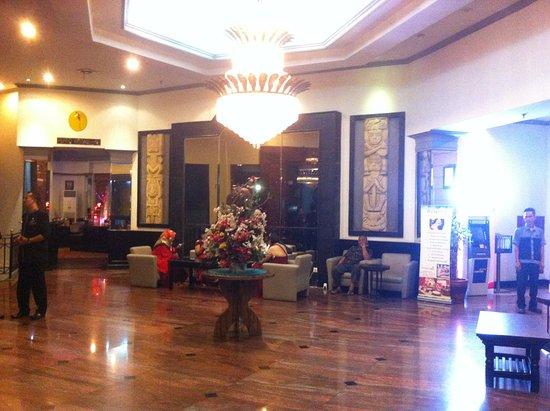 Travellers Hotel Jakarta: Lobi yang Luas