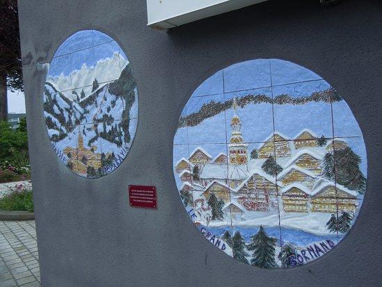Office de Tourisme de Quiberon : Sur la façade de l'Office