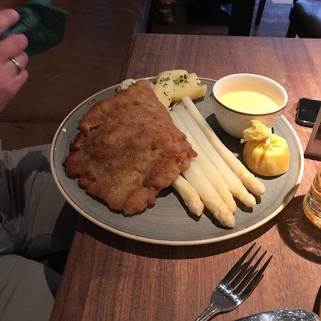 Schnitzelei Foto