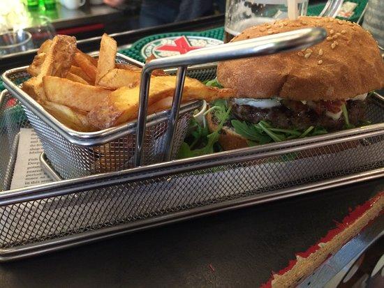 Re:Fresh Restaurant & Music Club: Hamburger, olives cream and rucola
