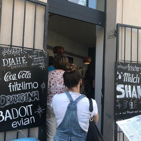 Eisdiele Tati: wall in the shop