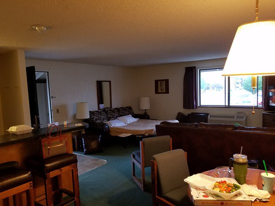 Wilderness Inn: The family suite is huge! Very comfortably sleeps 6