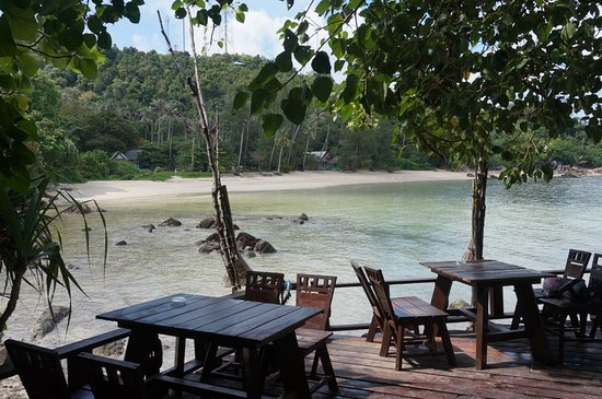 Koh Raham Restaurant and Beach Bar: Setting