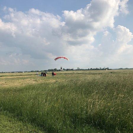 Saut en Parachute Merville Picture