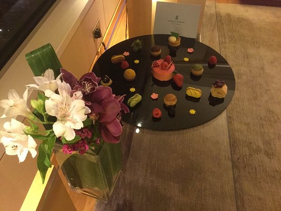 โรงแรม เดอะ ริทซ์ คาร์ลตัน มิลเลเนีย สิงคโปร์: Wonderful treats!