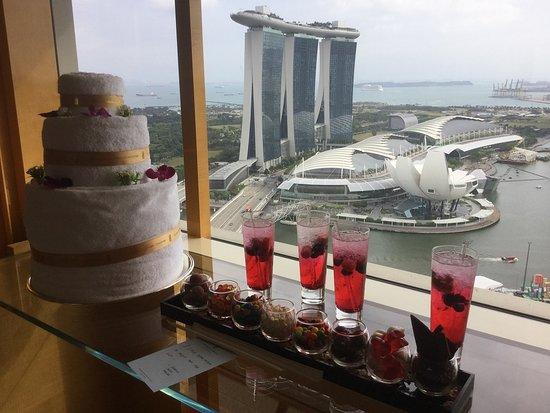 โรงแรม เดอะ ริทซ์ คาร์ลตัน มิลเลเนีย สิงคโปร์: More treats!
