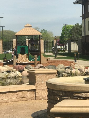 Soaring Eagle Waterpark and Hotel: Courtyard