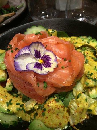 Le Voilier: salade de crabe et saumon