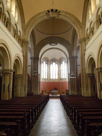 Notre-Dame de Locmaria : Vue vers le choeur