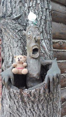 Museum of Wooden Architecture: Такой чудак встречает возле кассы в детский городок