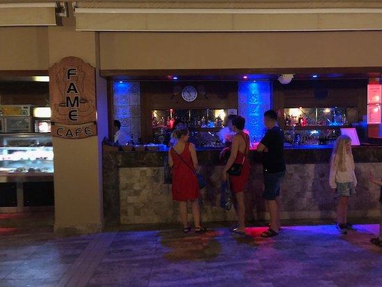 Fame Residence Lara & SPA: Bar