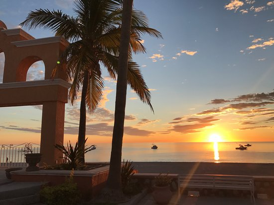 Hotel Palmas de Cortez: View from the patio of our room during sunset