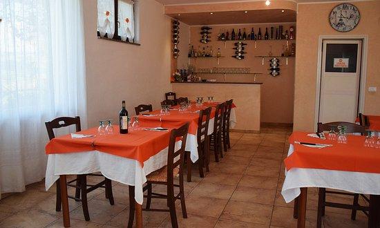 Caprafico, Italie : Dettaglio angolo bar, per caffè e amari locali e nazionali