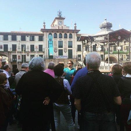Enjoy Pamplona : Bajamos a la Ribera a despedir en Tudela a este grupo de Valladolid.