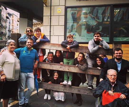 Enjoy Pamplona : Una visita especial: Aniversario de bodas de esta entrañable pareja rodeados de todos sus nietos