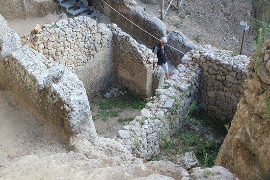 Le Grotte - Museo della Civiltà Contadina ed Insediamento Rupestre : Blick nach unten