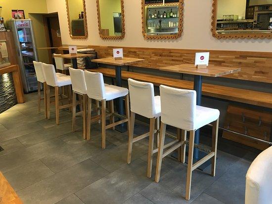 Leon Snack & Coffee: Small Coffe Shop in Center of Maribor