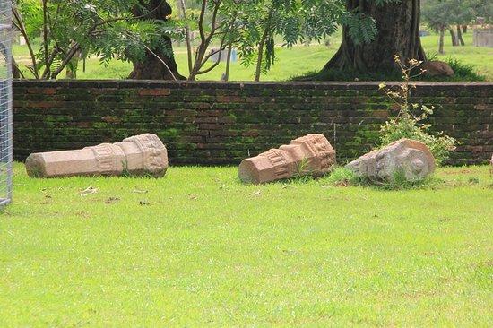 Dagoba of Thuparama: Ruins adjacent to the Thuparama stupa