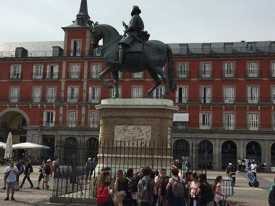 Statue at centre of Plaza Mayor
