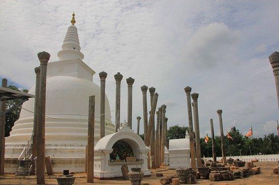 Dagoba of Thuparama: Thuparama stupa