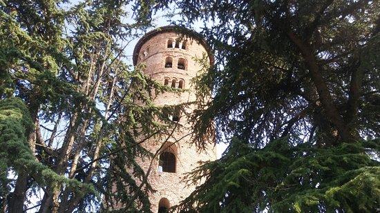 Basilica di Sant'Apollinare in Classe: Esterno della struttura